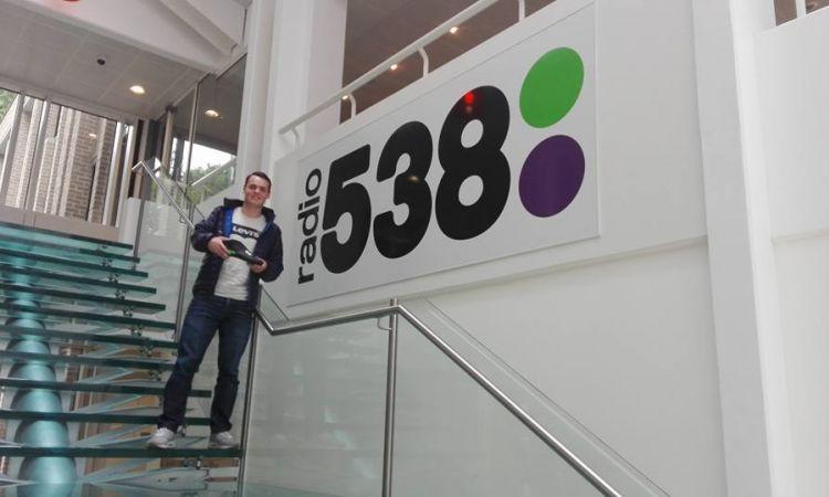 Thijs wint nieuwe Custom schoenen via Radio 538